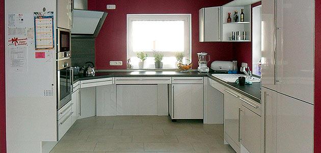 Technische Hilfsmittel und rollstuhlgerechte Küchen